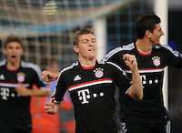 FUSSBALL   CHAMPIONS LEAGUE   SAISON 2011/2012     18.10.2011 SSC Neapel - FC Bayern Muenchen  JUBEL FC Bayern Muenchen: Torschuetze zum 0-1 Toni Kroos (Mitte) mit Mario Gomez (re)