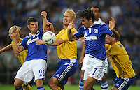 FUSSBALL   EUROPA LEAGUE   SAISON 2011/2012   Play-offs FC Schalke 04 - HJK Helsinki                                25.08.2011 Klaas-Jan HUNTELAAR (li) und RAUL (re, beide Schalke) koennen sich gegen Aki RIIHILATHI (Mitte) und Tuomas KANSIKA (re, beide Helsinki) durchsetzen