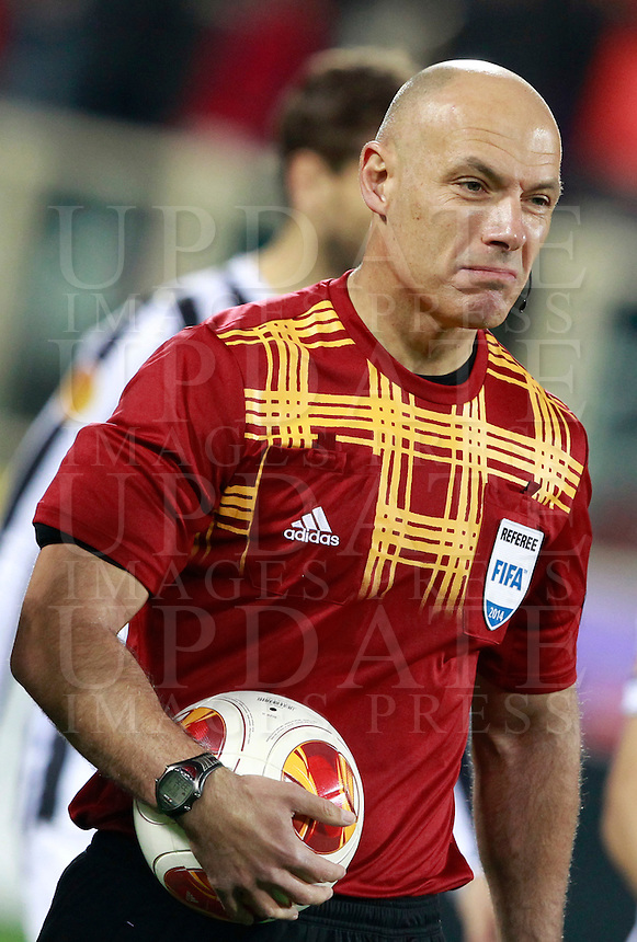 Calcio, ritorno degli ottavi di finale di Europa League: Fiorentina vs Juventus. Firenze, stadio Artemio Franchi, 20 marzo 2014. <br /> Referee Howard Webb, of Britain, arrives for the Europa League round of 16 second leg football match between Fiorentina and Juventus at Florence's Artemio Franchi stadium, 20 March 2014. Juventus won 1-0 to advance to the quarter-finals.<br /> UPDATE IMAGES PRESS/Isabella Bonotto