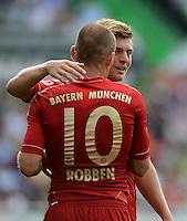 Fussball 1. Bundesliga :  Saison   2012/2013   1. Spieltag  25.08.2012 SpVgg Greuther Fuerth - FC Bayern Muenchen Arjen Robben mit Toni Kroos  (v. li., FC Bayern Muenchen)