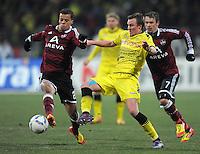 FUSSBALL   1. BUNDESLIGA  SAISON 2011/2012   20. Spieltag 1. FC Nuernberg - Borussia Dortmund         03.02.2012 Timmy Simons (1li,  FC Nuernberg) gegen Kevin Grosskreutz (Borussia Dortmund)