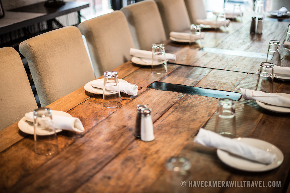 Rustic Restaurant Table Setting on Rustic House Design