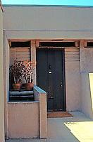 Rudolph Schindler: Manola Court Apartments.