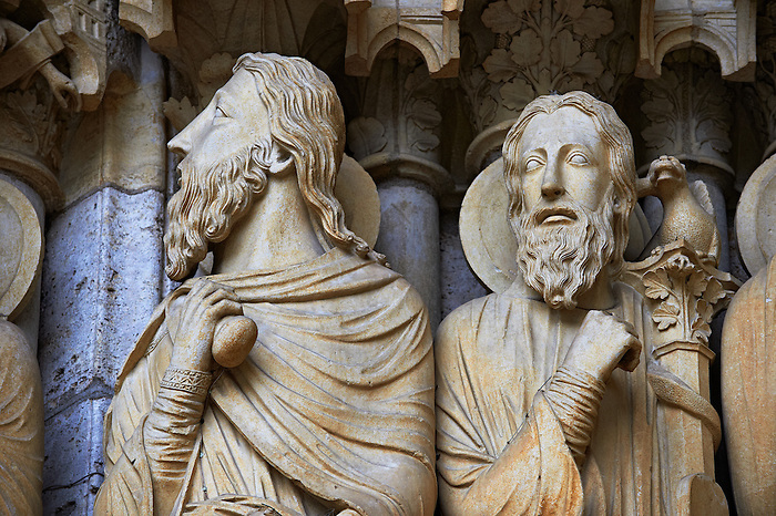 Pictures of chatres cathedral gothic sculptures france