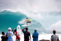 LEONARDO NEVES (BRAZIL).In ideal surfing conditions Round 3 of the Quiksilver Pro Gold Coast presented by Samsung  hit the water today march 5, 2007. The Quiksilver Pro Gold Coast at Snapper Rocks, Coolangatta, Australia is the first event  on the 2007 Foster's ASP World Tour.   Photo: Joli