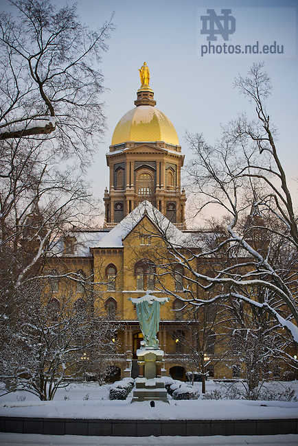 Jan. 24, 2013; Main Building on a winter morning..Photo by Matt Cashore/University of Notre Dame