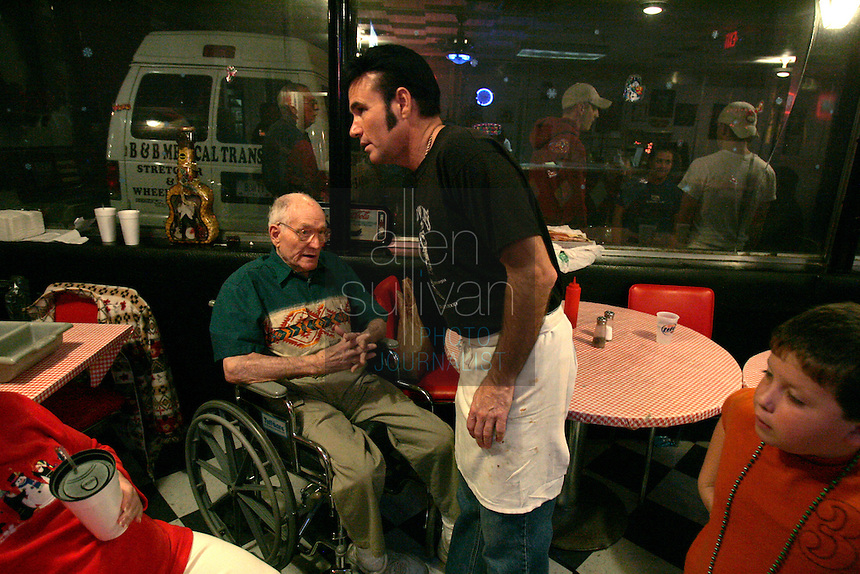 Mike Jones visits with his father, Harold, at their The Lantern Inn restaurant before he puts on a show as Elvis Presley on Saturday, Dec. 16, 2006.  Jones has been performing as Elvis at the eatery for 18 years, but Saturday was the curtain call. The Lantern Inn closed its doors on Sunday after more than 40 years of business.<br />