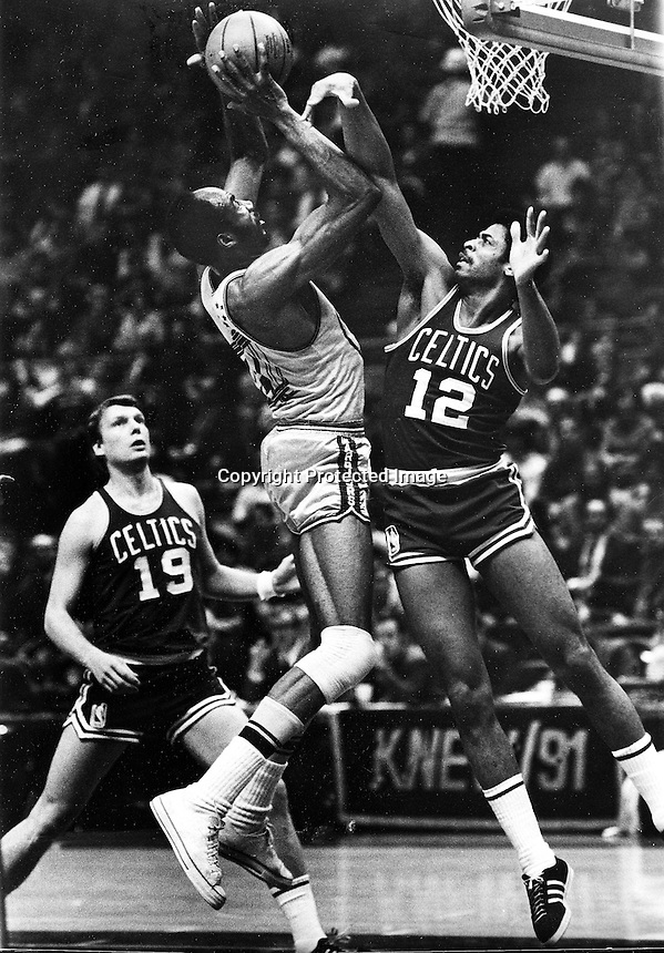 San Francisco Warriors Nate Thurmond up for shot guarded by Celtics Don Chaney, #19 Don Nelson.<br />