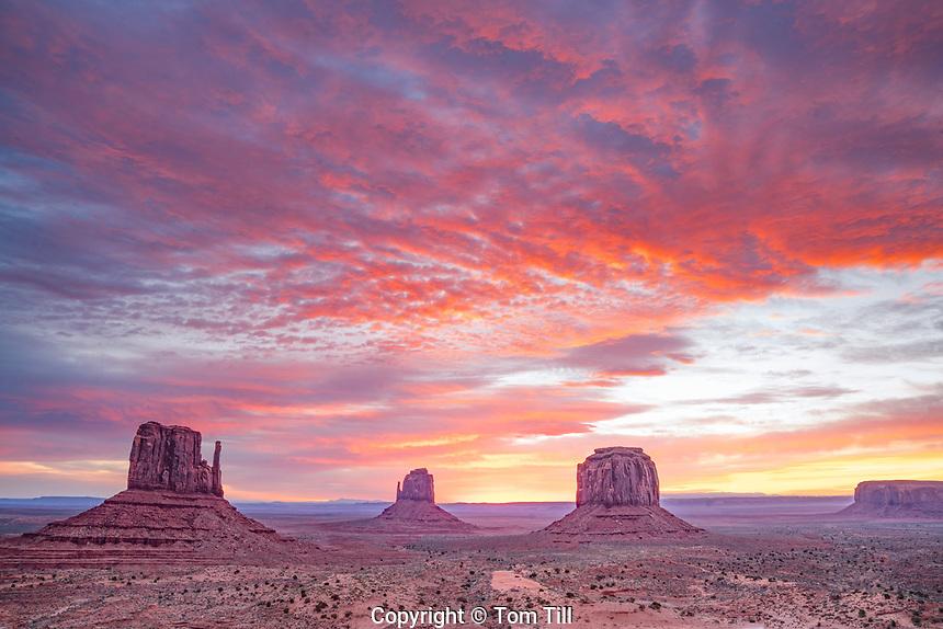 The Mittens at sunrise, Monument Valley Tribal Park, Arizona/Utah