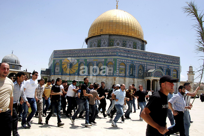 Palestinian Muslim carry the body of a Palestinian man during his funeral in front of the Dome of Rock after Friday prayers in the Al Aqsa Mosque compound, also known to Jews as the Temple Mount, in Jerusalem's old city on May 28, 2010. Photo by Mahfouz Abu Turk