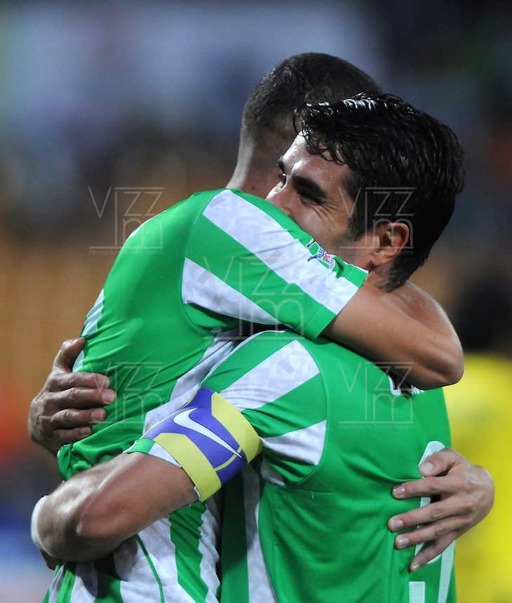 MEDELLIN - COLOMBIA -06-02-2014: Juan Pablo Angel (Der.) jugador de Atletico Nacional celebra el gol anotado durante partido de la tercera fecha de la Liga Postobon I 2014, jugado en el estadio Atanasio Girardot de la ciudad de Medellin. / Juan Pablo Angel (R) player of Atletico Nacional celebrates a goal scored  during a match for the third date of the Liga Postobon I 2014 at the Atanasio Girardot Stadium in Medellin city. Photo: VizzorImage  / Luis Rios / Str.
