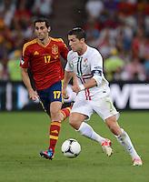 FUSSBALL  EUROPAMEISTERSCHAFT 2012   HALBFINALE Portugal - Spanien                  27.06.2012 Alvaro Arbeloa (li, Spanien) gegen Cristiano Ronaldo (re, Portugal)