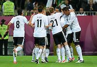 FUSSBALL  EUROPAMEISTERSCHAFT 2012   VIERTELFINALE Deutschland - Griechenland     22.06.2012 Deutscher Jubel nach dem 2:1 umd den Torschuetzen Sami Khedira