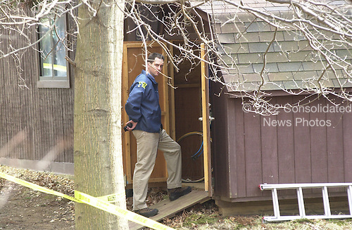 Vienna, VA - February 20, 2001 -- Home of Robert Philip Hanssen, the career FBI counterintelligence Agent arrested and charged with espionage for Russia and the former Soviet Union.  In this photo FBI agents are carrying out their investigation of the home for further evidence in the case..Credit: Consolidated News Photos