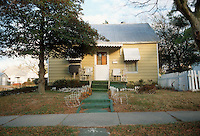 1990 December..Conservation.Ballentine Place..BEFORE REHAB.2648 MCKANN AVENUE.EXTERIOR FRONT.OWNER: MARY HUNTER...NEG#.NRHA#..