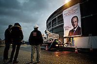 Préparation du premier meeting de François Hollande au Bourget. Samedi 21 janvier 2012. Photo Benjamin Géminel.