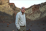 Jos&eacute; Saramago in the crater of a vulcano in Lanzarote.