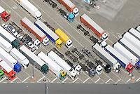 LKW Parkplatz : EUROPA, DEUTSCHLAND, HAMBURG, (EUROPE, GERMANY), 29.06.2014 LKW Parkplatz in Hamburg Moorfleet