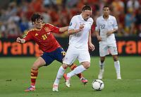 FUSSBALL  EUROPAMEISTERSCHAFT 2012   VIERTELFINALE Spanien - Frankreich      23.06.2012 Franck Ribery (re, Frankreich)  gegen David Silva (li, Spanien)
