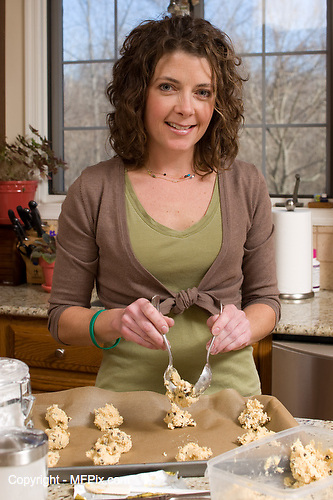 Slug: Gluten/Shepard.Date: 12-2007.Photographer: Mark Finkenstaedt .Location:    5907 Foxhall Manor Drive, Catonsville. MD.Caption:  Jules E. D. Shepard a self made expert of Gluten & Allegery Free Cooking.  She has written a Gluten Free cookbook  and runs her company Nearly Normal Cooking out of her home office.  Jules photographed at her home in Catonsville. Maryland...© 2007 Mark Finkenstaedt. All Rights Reserved. One time editorial print use. Web use 1 year..Additional use please contact the photographer:.202-258-2613.Mark@mfpix.com