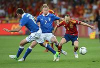 FUSSBALL  EUROPAMEISTERSCHAFT 2012   FINALE Spanien - Italien            01.07.2012 Andres Iniesta (re, Spanien) gegen Andrea Barzagli (li, Italien) und Ignazio Abate (re, beide Italien)