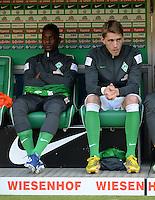 FUSSBALL   1. BUNDESLIGA   SAISON 2012/2013    30. SPIELTAG SV Werder Bremen - VfL Wolfsburg                          20.04.2013 Eljero Elia (li) und Nils Petersen (re, beide SV Werder Bremen) sitzen zu Spielbeginn auf der Ersatzbank