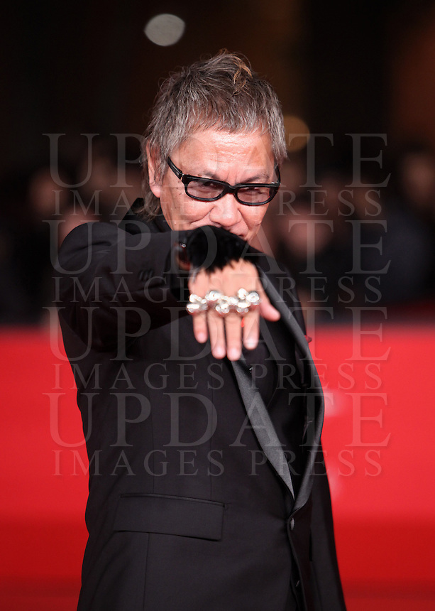 "Il regista giapponese Takashi Miike posa sul red carpet per la presentazione del suo nuovo film ""Aku no kyoten"" (""Lesson of Evil"") al Festival Internazionale del Film di Roma, 9 novembre 2012..Japanese director Takashi Miike, right, poses on the red carpet to present his new movie ""Aku no kyoten"" (""Lesson of Evil"") during the international Rome Film Festival at Rome's Auditorium, 9 November 2012..UPDATE IMAGES PRESS/Isabella Bonotto"