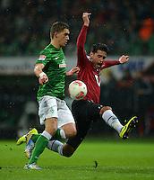 FUSSBALL   1. BUNDESLIGA   SAISON 2012/2013    20. SPIELTAG SV Werder Bremen - Hannover 96                           01.02.2013 Nils Petersen (li, SV Werder Bremen) gegen Karim Haggui (re, Hannover)