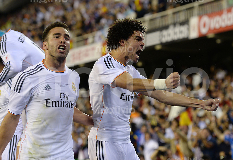 FUSSBALL  INTERNATIONAL Copa del Rey FINALE  2013/2014    FC Barcelona - Real Madrid            16.04.2014 JUBEL Real Madrid; Daniel Carvajal (li) und Pepe