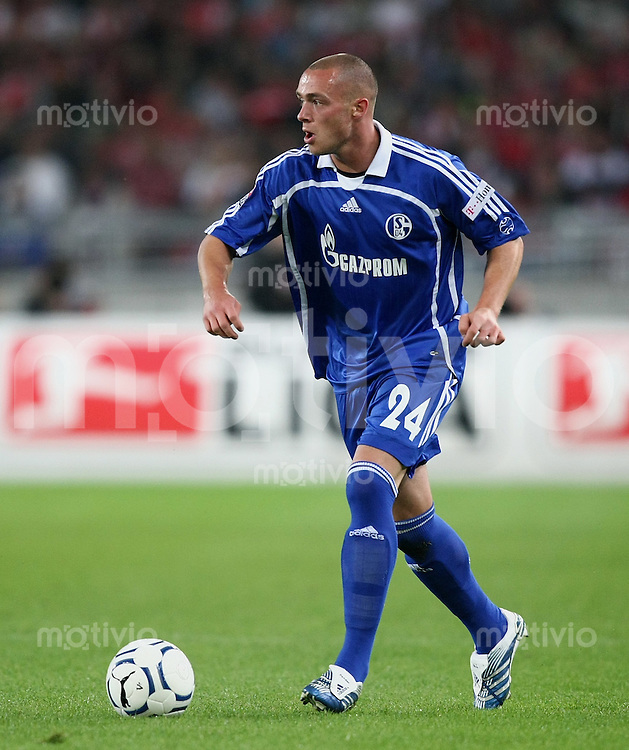 Fussball 1. Bundesliga Saison 2007/2008  1. Spieltag  VfB Stuttgart 2-2 FC Schalke 04 Christian Pander (S 04) am Ball