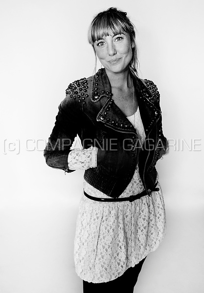 Pin download actress wallpapers for mobile wallpaper - De breuyn mobel ...