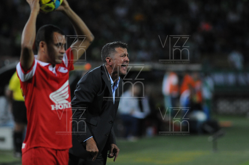 MEDELLÍN -COLOMBIA-11-05-2014. Juan Carlos Osorio técnico de Nacional durante partido de vuelta por la semifinal de  la Liga Postobón I 2014 jugado en el estadio Atanasio Girardot de la ciudad de Medellín./ Juan Carlos Osorio coach of Nacional during match second leg of the semifinals of the Postobon  League I 2014 played at Atanasio Girardot stadium in Medellin city. Photo: VizzorImage/Luis Ríos/STR