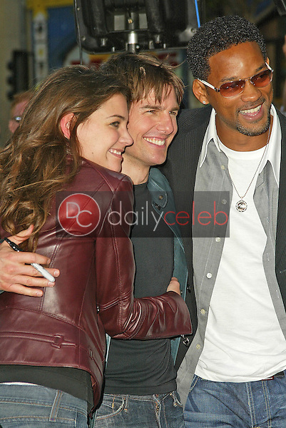Katie Holmes, Tom Cruise and Will Smith<br /> at the &quot;War of the Worlds&quot; Los Angeles Premiere, Chinese Theater, Hollywood, CA 06-27-05<br /> David Edwards/DailyCeleb.Com 818-249-4998