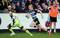 Will Homer of Bath Rugby goes on the attack. Aviva Premiership match, between Bath Rugby and Sale Sharks on April 23, 2016 at the Recreation Ground in Bath, England. Photo by: Alexander Davidson / JMP for Onside Images