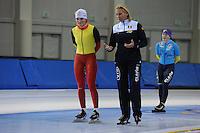 SCHAATSEN: SALT LAKE CITY: Utah Olympic Oval, 12-11-2013, Essent ISU World Cup, training, Jelena Peeters (BEL), Margo van Dijk (trainer/coach BEL), ©foto Martin de Jong