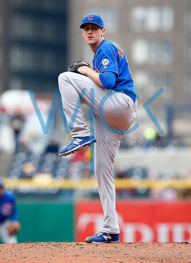 PITTSBURGH, PA - APRIL 23:  Kyle Hendricks #28 of the Chicago Cubs pitches against the Pittsburgh Pirates during the game at PNC Park on April 23, 2015 in Pittsburgh, Pennsylvania.  (Photo by Jared Wickerham/Getty Images)