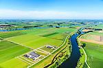 Nederland, Noord-Brabant, Gemeente Waspik, 23-08-2016; Overdiepsche polder: in het kader van het programma 'Ruimte voor de Rivier' (bescherming tegen hoogwater door rivierverruiming), is de dijk langs de Bergsche Maas (boven in beeld) verlaagd. Bij hoogwater kan de Overdiepse polder overstromen. De boerderijen in de polder zijn gesloopt en verplaatst naar de dijk van het Oude Maasje. De nieuwe boerderijen met bijgebouwen staan op terpen.<br /> Depoldering of Overdiep Polder, farms are relocated and built on mounds. This makes it possible for the river to overflow the polder in case of heigh waters.<br /> luchtfoto (toeslag op standard tarieven);<br /> aerial photo (additional fee required);<br /> copyright foto/photo Siebe Swart