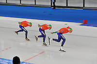 SCHAATSEN: BERLIJN: Sportforum, 07-12-2013, Essent ISU World Cup, Team Pursuit, Jorrit Bergsma, Douwe de Vries, Jan Blokhuijsen (NED), ©foto Martin de Jong