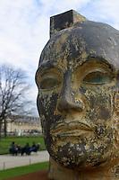 FRANCIA - Parigi - Giardini delle Tuileries - ottobre 2004 - Mostra di sculture di IGOR MITORAJ - polvere d'oriente 1990.In occasione dell'anno della Polonia vengono presentate a Parigi, dopo Cracovia, Varsavia e Roma una ventina di opere in bronzo e marmo - .Mitoraj nasce il 26/3/1944 a Oederan da madre polacca e padre francese -Ora vive tra Pietrasanta, dove ha lo studio, e Parigi