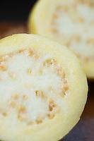 Guayaba, guava. Fruta, fruit.