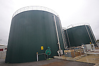 Macello Unipeg produce biogas dalla digestione anaerobica dagli scarti animali della macellazione. Produzione di energia elettrica da un impianto di cogenerazione (combustione di grassi animali derivati da scarti di macellazione)<br /> Slaughterhouse Unipeg produces biogas from the anaerobic digestion of animal waste from slaughter.Production of electricity from a cogeneration plant (combustion of animal fat derived from abattoir waste)