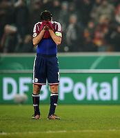 FUSSBALL   DFB POKAL   SAISON 2011/2012  ACHTELFINALE  Borussia Moenchengladbach - FC Schalke 04         21.12.2011 Raul (FC Schalke 04) ist nach dem Abpfiff enttaeuscht