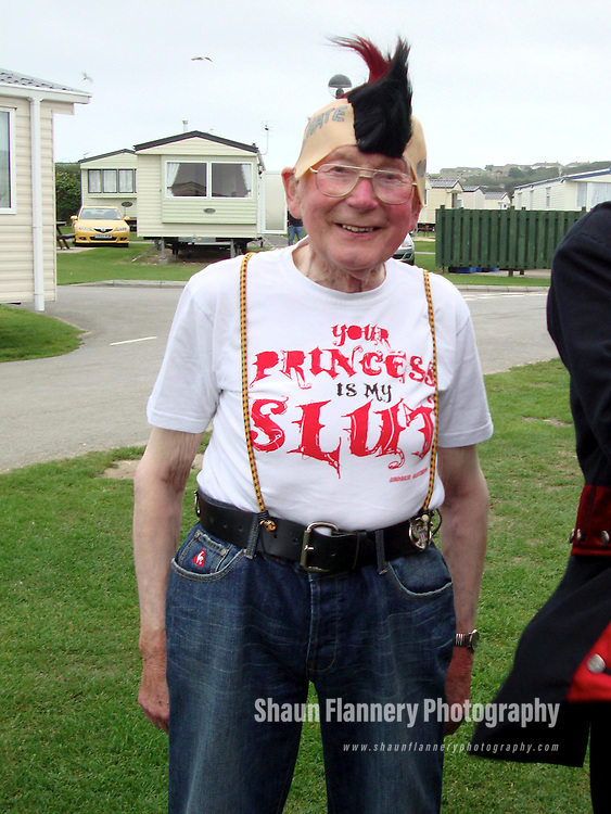 Pix: Shaun Flannery/shaunflanneryphotography.com...COPYRIGHT PICTURE>>SHAUN FLANNERY>01302-570814>>07778315553>>..11th January 2011....................Doncaster 'punk pensioner' Jim (85) Boothman who celebrated their 61st wedding anniversary in Weymouth dressed as punk rockers..Story: Martyn Sharpe 07831350157