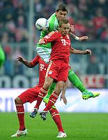 FUSSBALL   1. BUNDESLIGA  SAISON 2011/2012   19. Spieltag FC Bayern Muenchen - VfL Wolfsburg      28.01.2012 Mario Mandzukic (li, VfL Wolfsburg) gegen Rafinha (FC Bayern Muenchen)