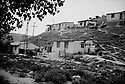 Turquie 1998.Un bidonville kurde prés de l'aéroport d'Istamboul..Turkey 1998.A Kurdish shantytown near Istanbul airport