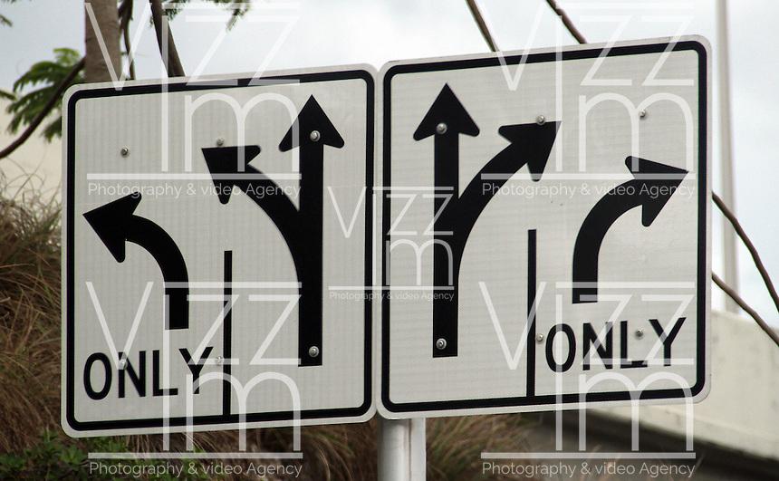 MIAMI.FLORIDA-USA-19-O3-2013. Señales de transito. traffic signals.Photo / VizzorImage / Felipe Caicedo / Staff