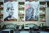 Die ehemalige Sowjetrepublik Kasachstan feiert am 9. Mai den ruhmreichen Sieg der sowjetischen Truppen über Nazideutschland. Der Tag des Sieges ist ein nationaler Feiertag. Die Erinnerung an den Krieg ist tief im kulturellen Gedächnis verankert. Kasachstan ist rohstoffreich und prosperiert. Kritik an den Schattenseiten des Aufstiegs duldet das System von Präsident Nursultan Nasarbajew nur geringfügig. Bilder von Hinterhöfen und grauen Vorstädten sollen nicht an die Öffentlichkeit gelangen. / Kazakhstan is a resource-rich and prosperous country.  President Nursultan Nasarbajew's system hardly allows any criticism. Pictures of backyards and suburbs are not supposed to go public.