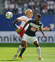 Fussball Bundesliga Saison 2011/2012 2. Spieltag Hamburger SV - Hertha BSC Berlin Per Ciljan SKJELBRED (HSV), RAFFAEL (Hertha BSC).