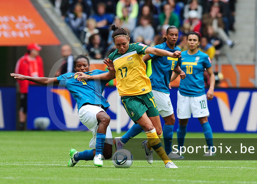 Fifa Women's World Cup Germany 2011 : Brazil - Australia  at Borussia - Park in Munchengladbach : Formiga met de tackle op Kyah Simon.foto DAVID CATRY / Vrouwenteam.be