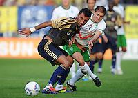 FUSSBALL   INTERNATIONALES TESTSPIEL  SAISON 2011/2012   SV Werder Bremen - Fenerbahce Istanbul               23.08.2011 Selcuk SAHIN (li, Istanbul) gegen Aleksandar IGNJOVSKI (re, Bremen)